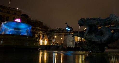 Afuera del National Gallery se encuentran un par de fuentes con estatuas que de noche complementan la imagen del increíble Museo