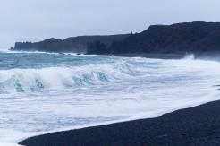 la playa de arena negra