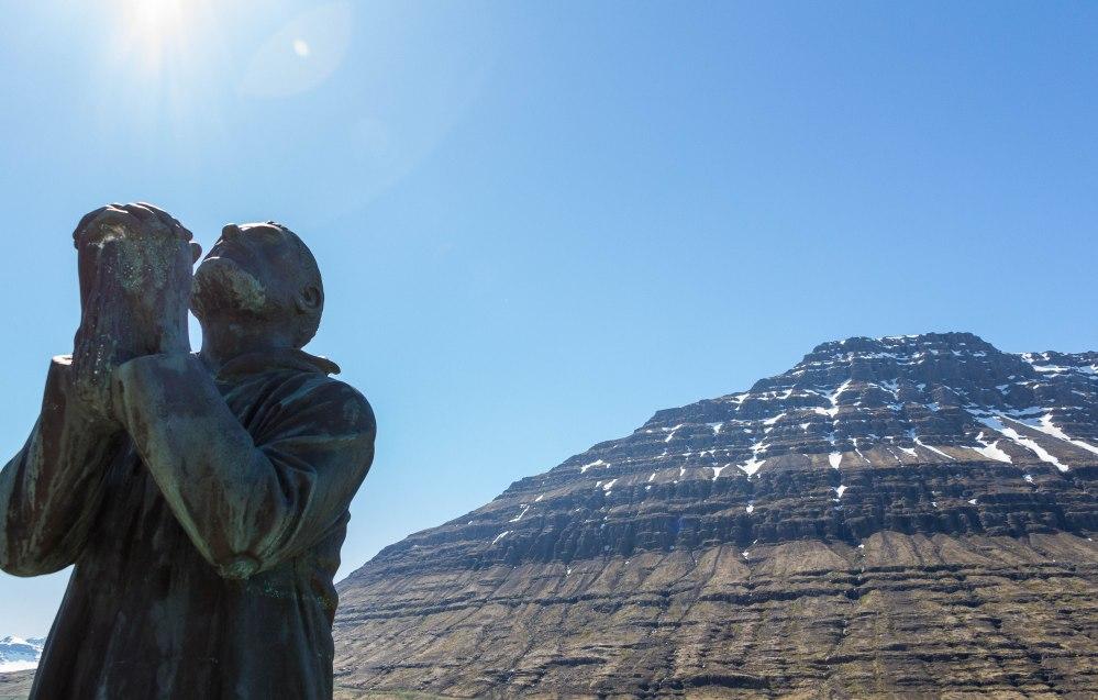 La montaña Hólmatindur